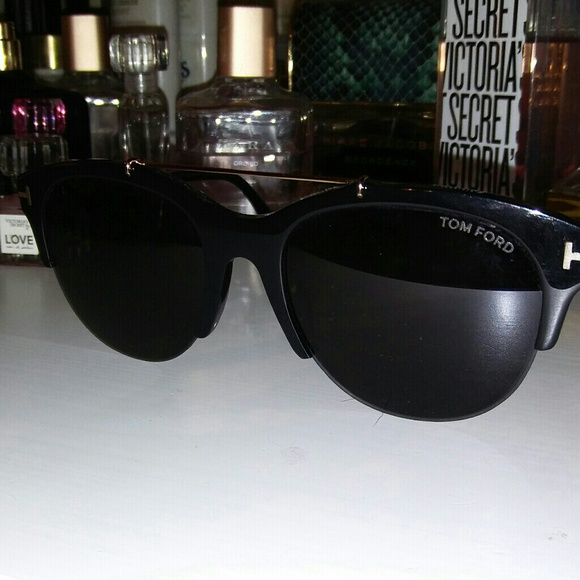 9f1b6fd6ae39a SALE Tom Ford Adrenne TF 517 Unisex sunglasses. M 5a5eb28b8290afe964a352b5.  Other Accessories ...